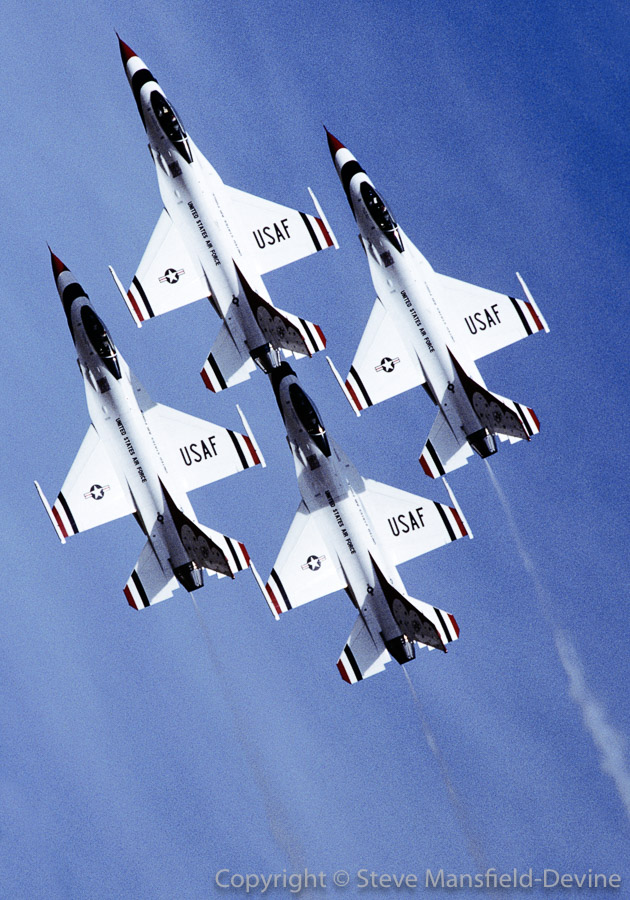 USAF Thunderbirds display team F-16s